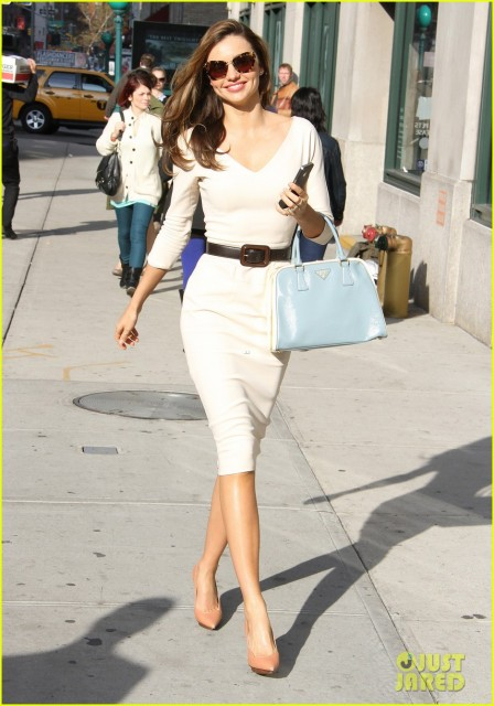 miranda-kerr-vogue-office-visit-17